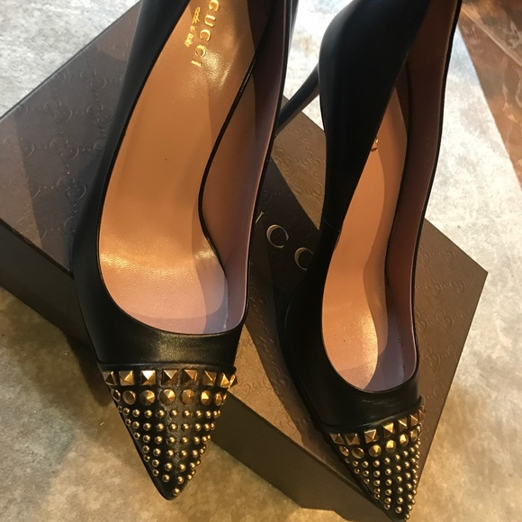 9576bd683b2 Gucci Studded Cap Toe Pumps 39 NIB